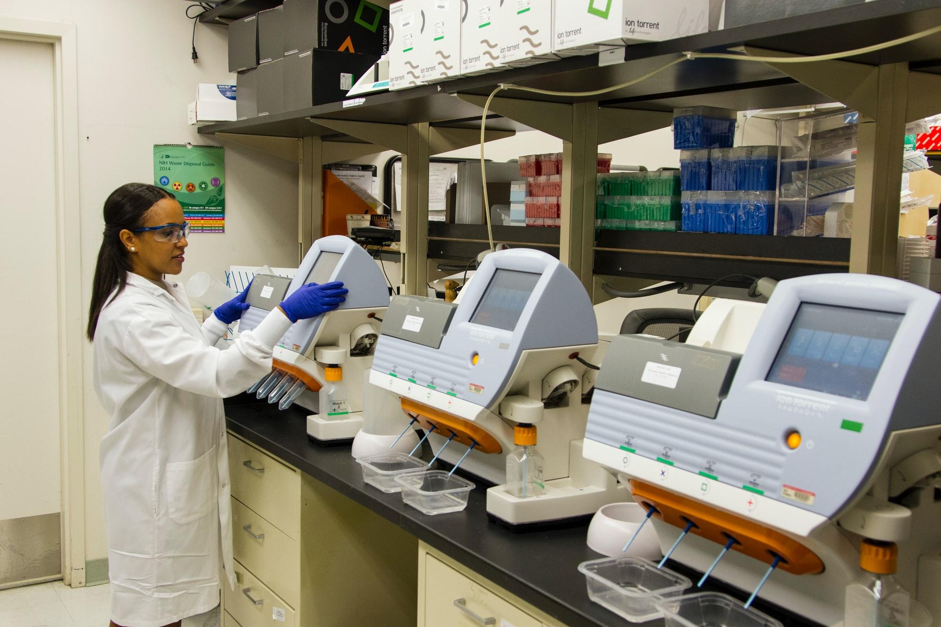 national-cancer-institute-LxPrHCm8-TI-unsplash